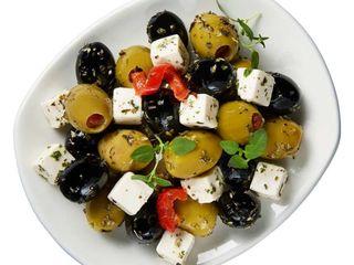 Zmes olív a mäkkého syra